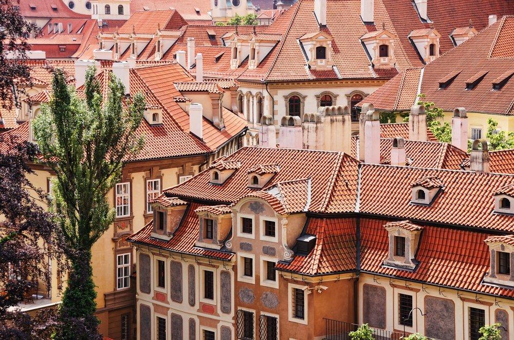 roofs-1530012_1280.jpg