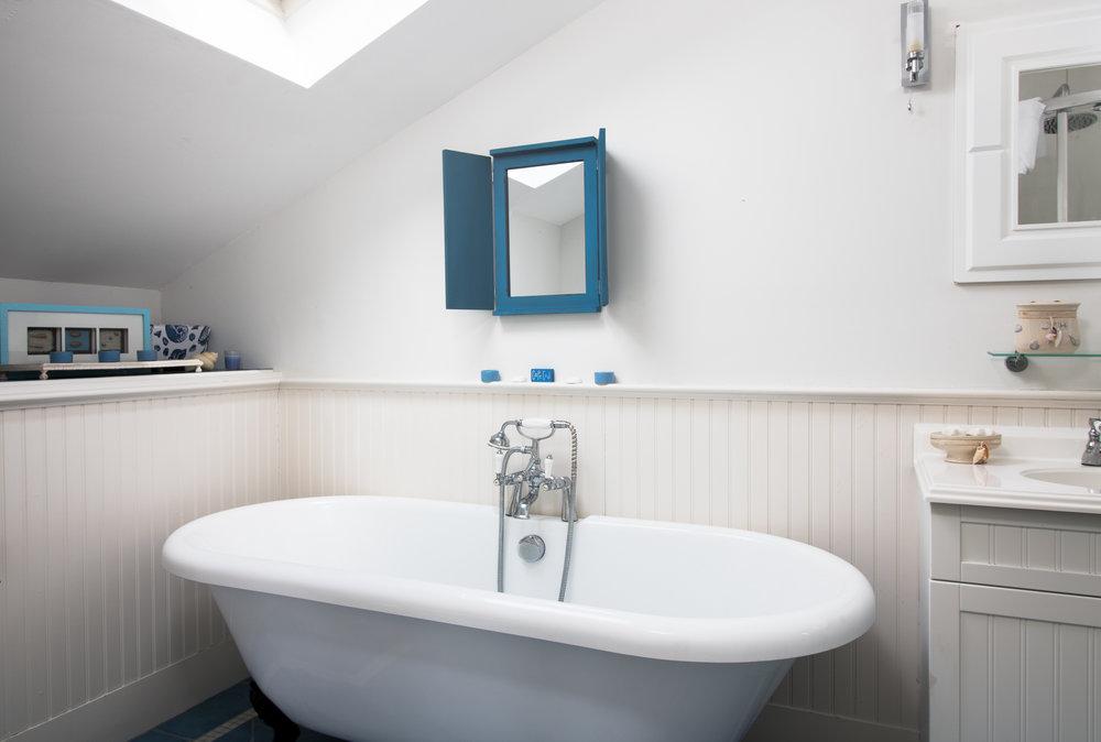 Free standing bathtub.jpg