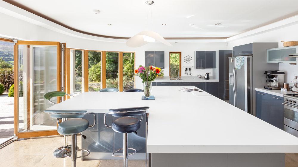 Airbnb Contemporary Kitchen