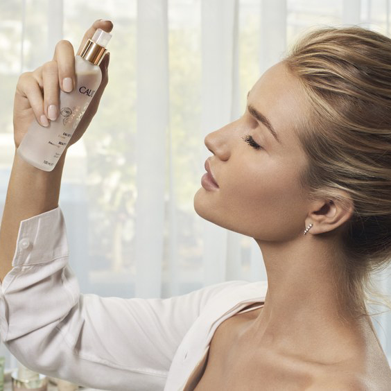 The One Thing Rosie Huntington-Whiteley Swears By For Her Glowing Skin