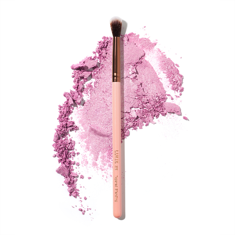 Luxie 231 Small Tapered Blending Eyeshadow Brush (full size)
