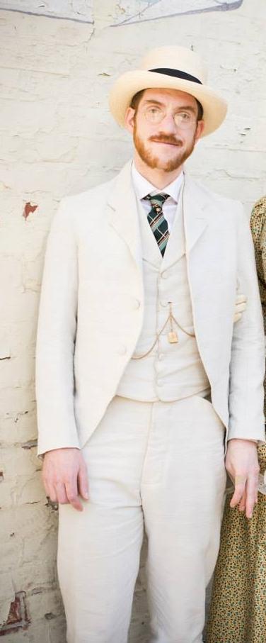 gabriel linen suit.jpg