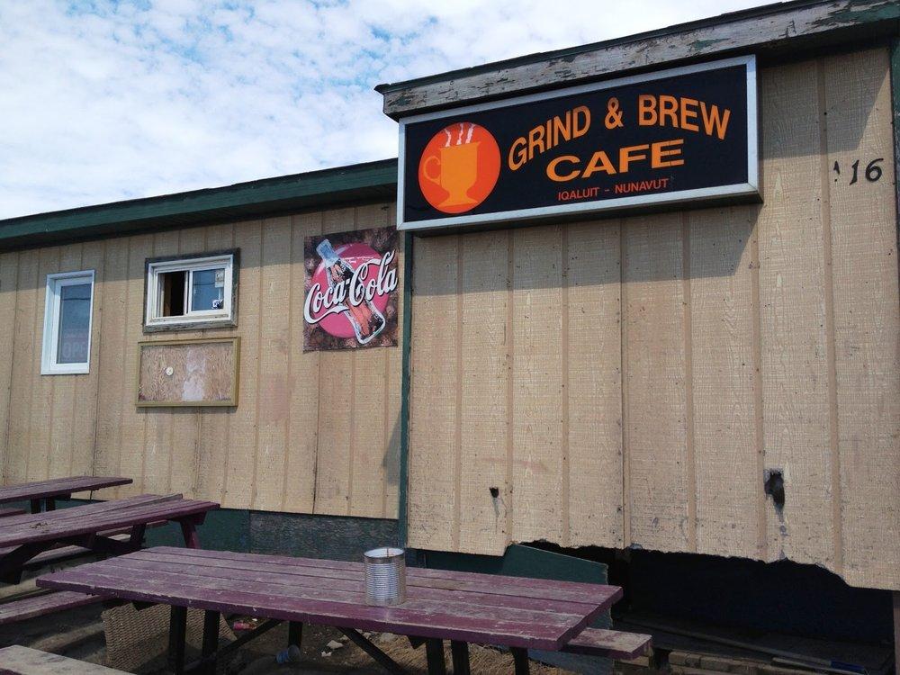 Grind and Brew, un restaurant au bord de l'eau, paisible, festif et chaleureux!