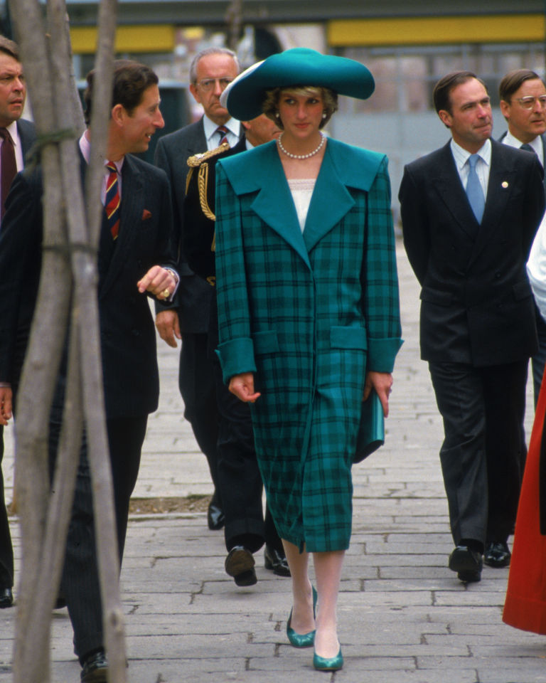 gallery-1464368836-princess-diana-green-tartan-coat.jpg