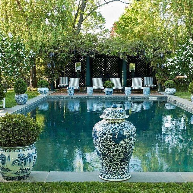 #pool #design by @carolyneroehm ...via @kassatexnewyork . . . #pools #dreampool #pooltime #poolparty #blueandwhite #blueandwhiteforever #gingerjar #chinoiserie #landscape #landscapedesign #landscapedesigner #interiordesigner #landscaping #garden #gardendesign
