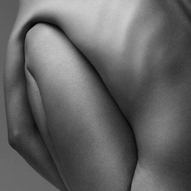 #blackandwhite #nude #photography by @vivienvittadello repost @artemiki #edwardweston #nudephotography #blackandwhitephotography #thebody #thefigure #contemporaryphotography