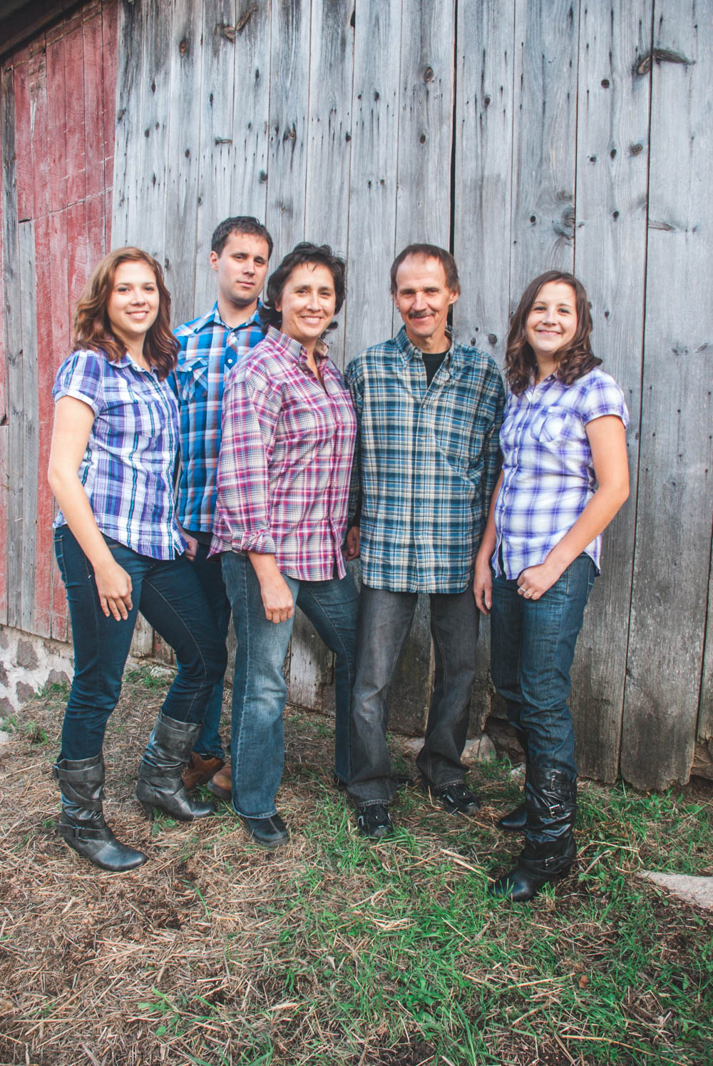Rustic Wisconsin barn family portraits