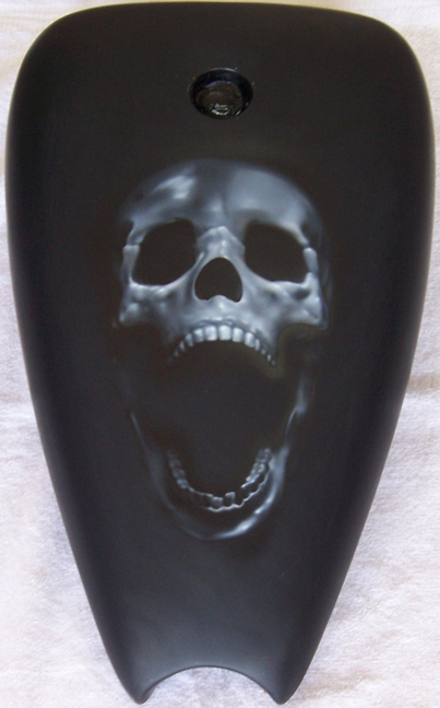 skull motorcycle tank airbrush.jpg