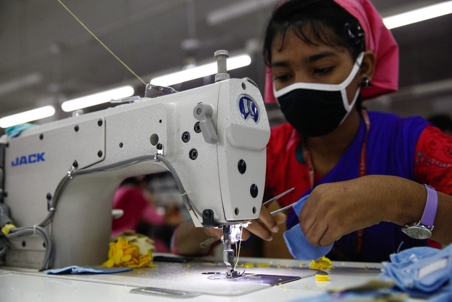 CUNY JOURNALISM || IS FAST FASHION WORTH THE DEATHS? - World News