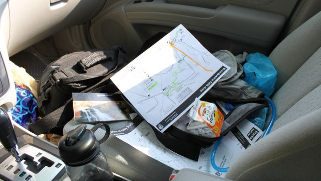 How NOT to prep your car for a trip. Organise your messy car  here : Image: Life hacker