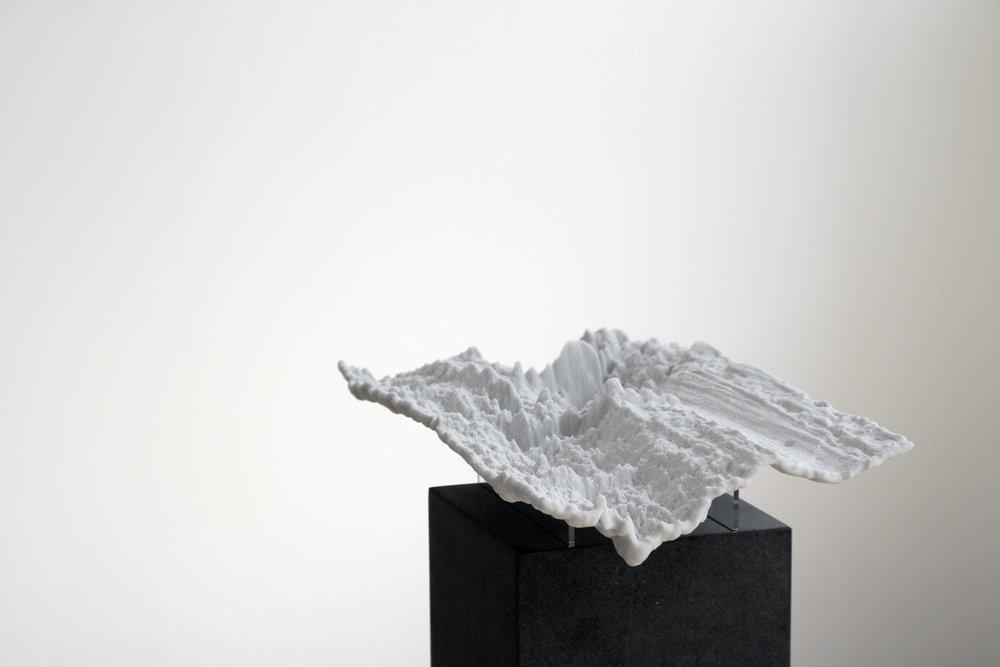 Julian Palacz, Surveillance Topography 959, 2017, 3D-Print, sandstone, acrylic glass, mdf, 20 x 35 x 102 cm, Unique