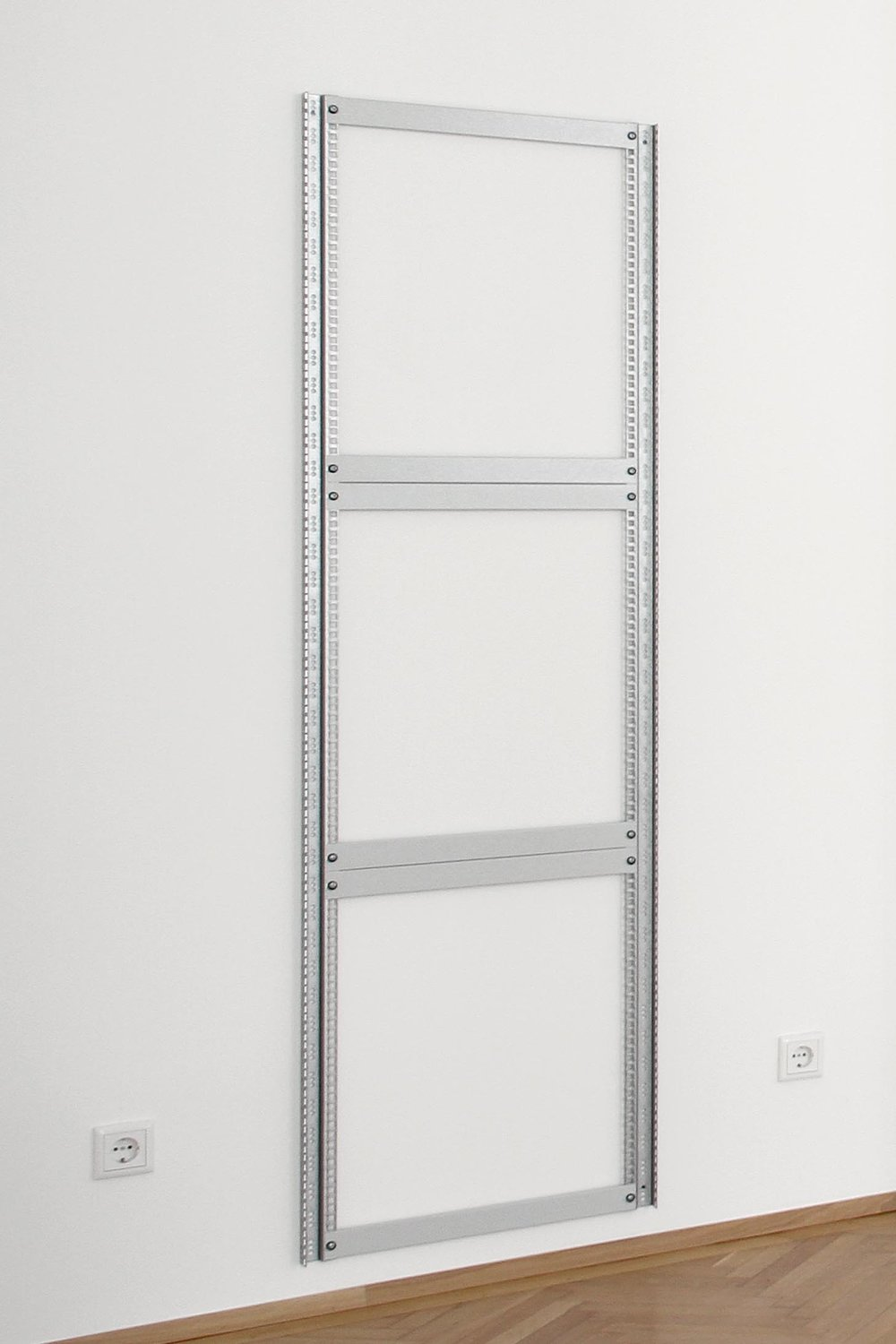 Ulrich Nausner, Memory Object (Grey) #4, 2017,  server rack rails, blank panels, screws , 186,5 x 54,5 x 3,2 cm, 1 + 1AP