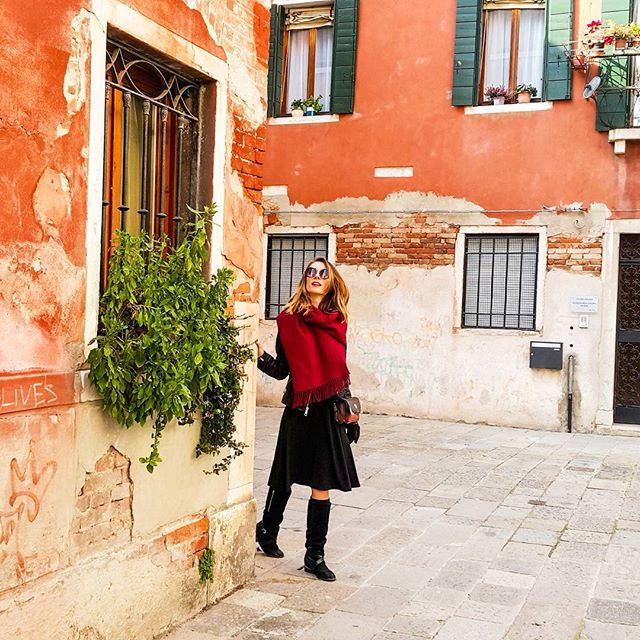 In a kingdom on the sea.  #venice #red #vulpe