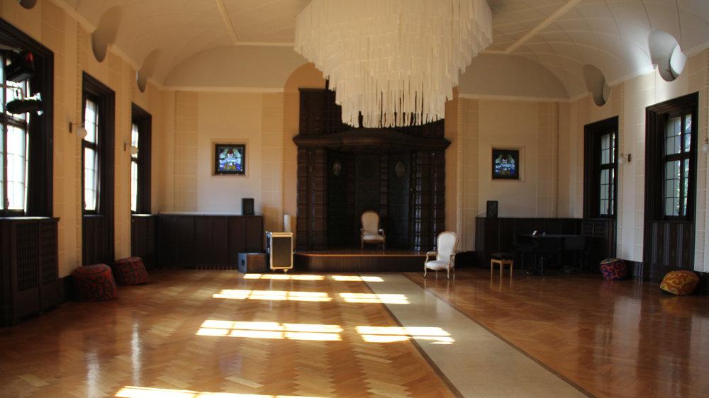 WANDELHALLE (SAAL)   Der Saal ist das Prachtstück vom ehemaligen Kirchgemeindehaust mit Gesamtfläche von ca. 185 m2. Für Deinen ganz besonderen Anlass.