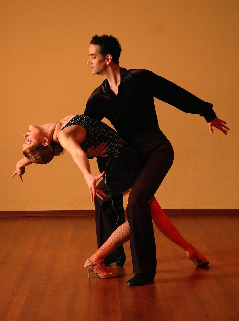 dancing-929816_1920.jpg