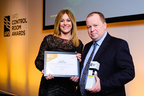 helen fospero presenting clive hamilton with the community champion award