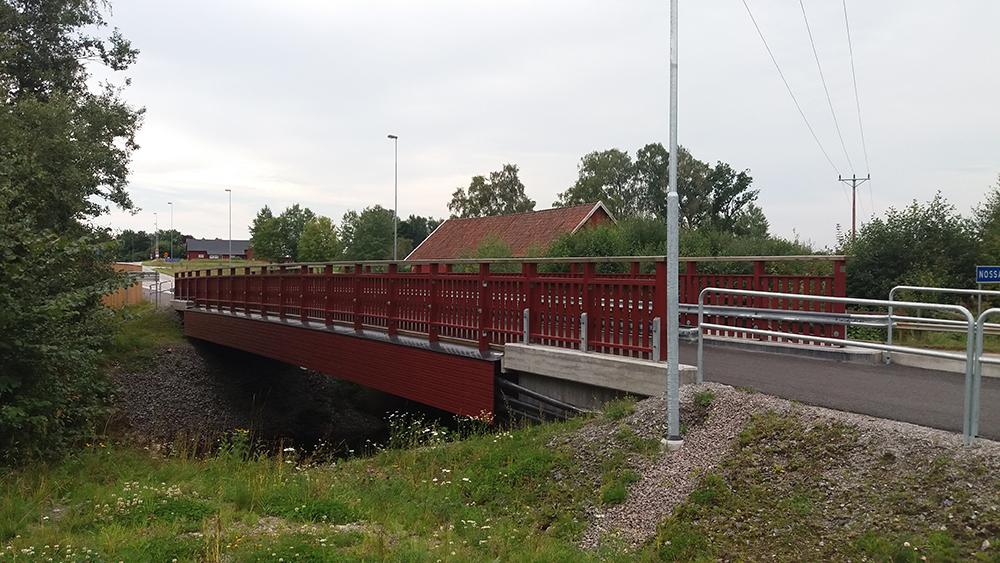 Ny GC-bro i trä i Herrljunga.Träkonstruktion levererad av Moelven  Underentreprenad åt Falks Markentreprenad AB, 2015