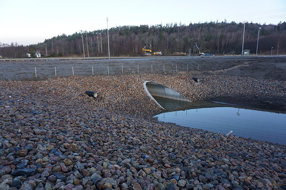 Utbyte av rörbro under väg 44 i Uddevalla.  Trafikverket, 2016