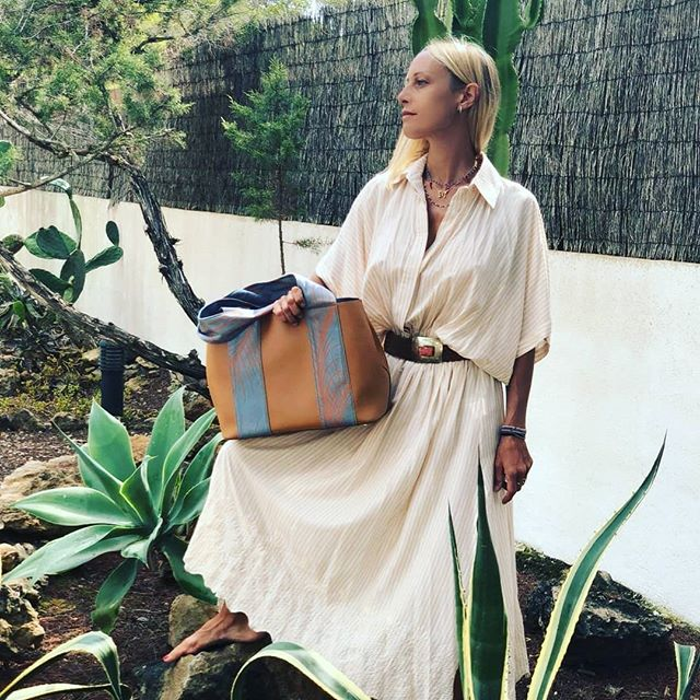 Into the wild 👜Tote Zizi  #italianstyle🇮🇹 #inspiration #instamood❤️ #fashionaccessories #accessories #loveyourself #picoftheday #style #artigian #bagsaddicted #bags #handbag #streetwear #streetstyle #fashiontips #fashionstyle #fashioninspiration #outfit #itbag #fabrics #tweaktherules