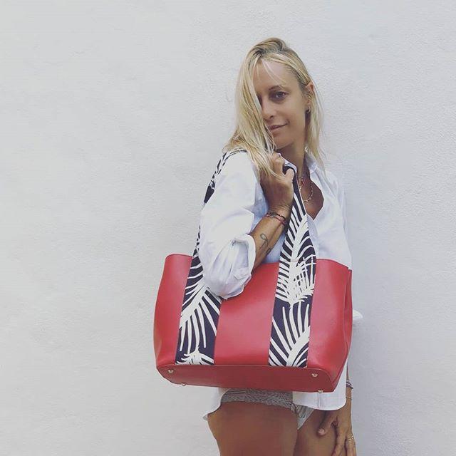 👜Tote Red Zizi. Presentazioni della collezione Zizi' al White Milano 21- 24 settembre 2018, possibilità di customizzare la tua Zizi' in fiera. Non mancate!!!! @whiteshowofficial  #italianstyle🇮🇹 #inspiration #instamood❤️ #fashionaccessories  #accessories #loveyourself #picoftheday #style #artigian #bagsaddicted #bags #handbag #streetwear #streetstyle #fashiontips #fashionstyle #fashioninspiration #outfit #itbag #fabrics #tweaktherules