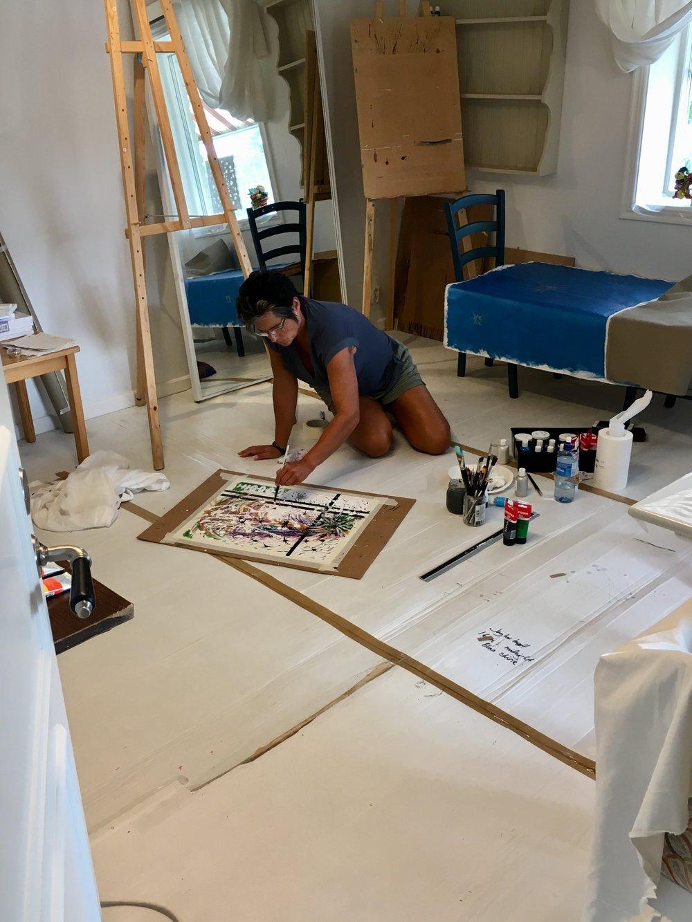 IMG 1024.jpg Ulrika målar inomhus i salongen.jpg b0a353f5cb4fb