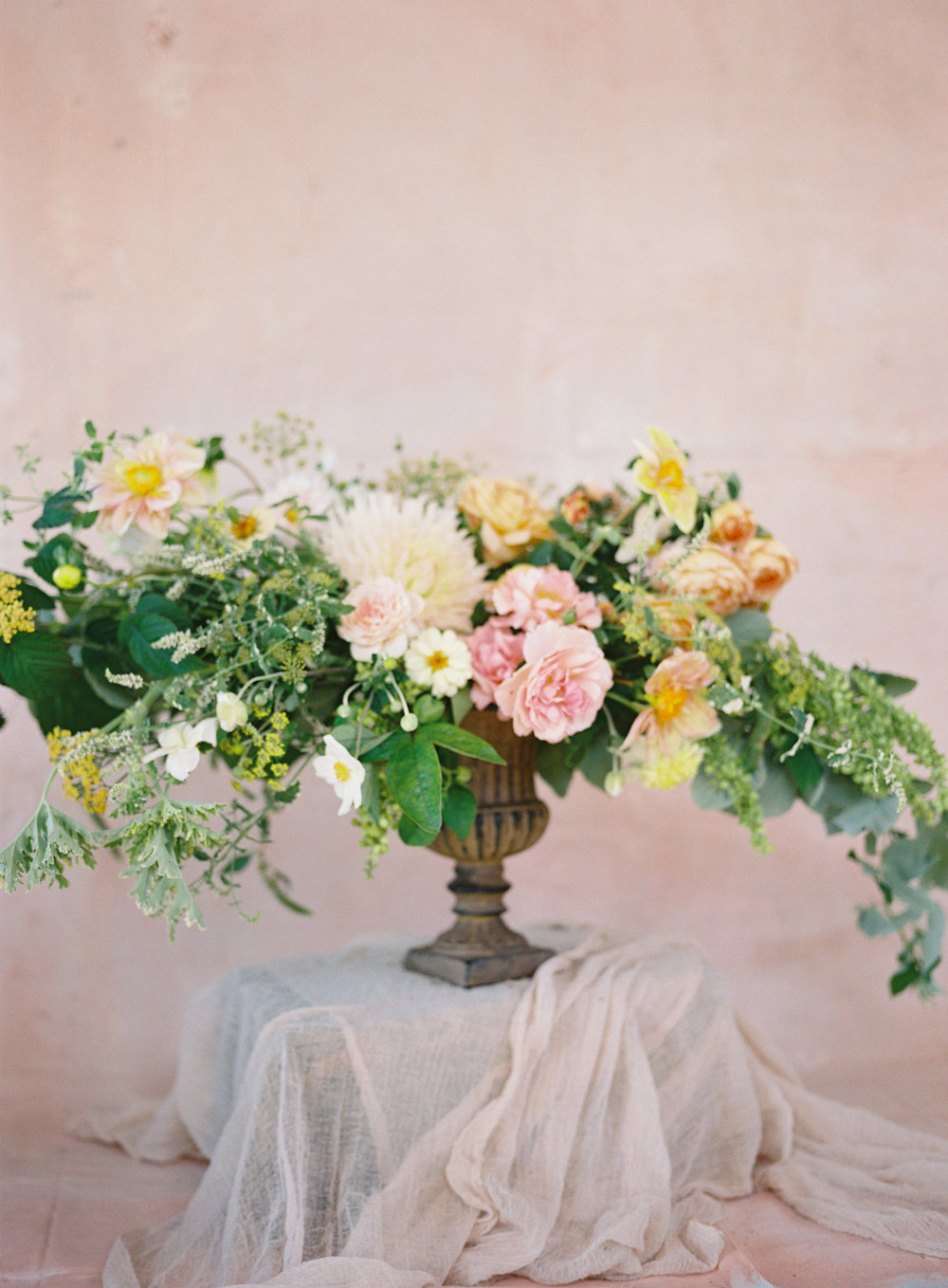 Merry Floral is a floral design studio in Baton Rouge, Louisiana specializing in refined and romantic floral arrangements for weddings, businesses, and other events. - Inquire about our services   →
