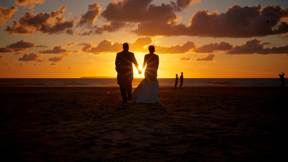 05_Sunset Walk Bride & groom.jpg