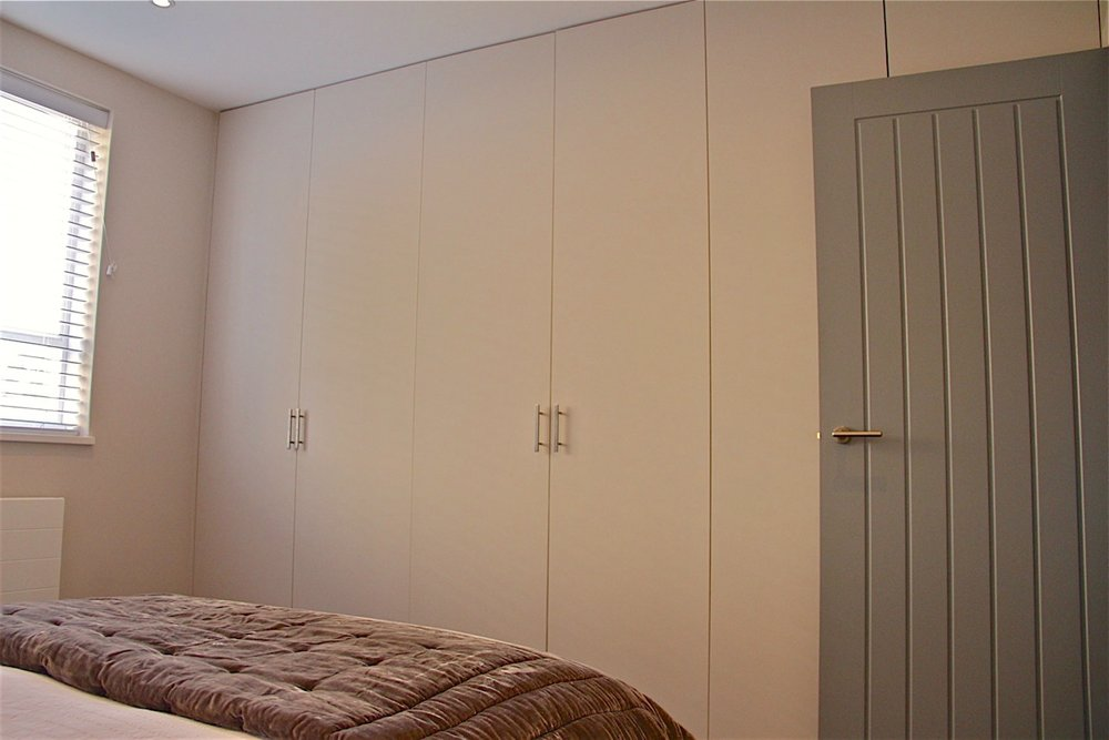 Venn Street First Bedroom: Bespoke wardrobes