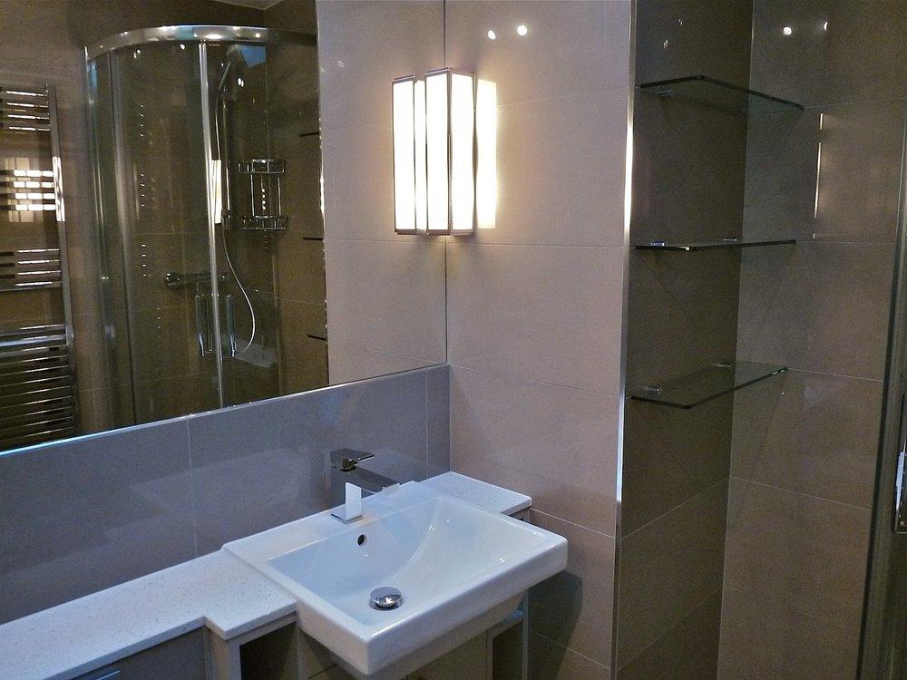 Cumberland Avenue: Bathroom