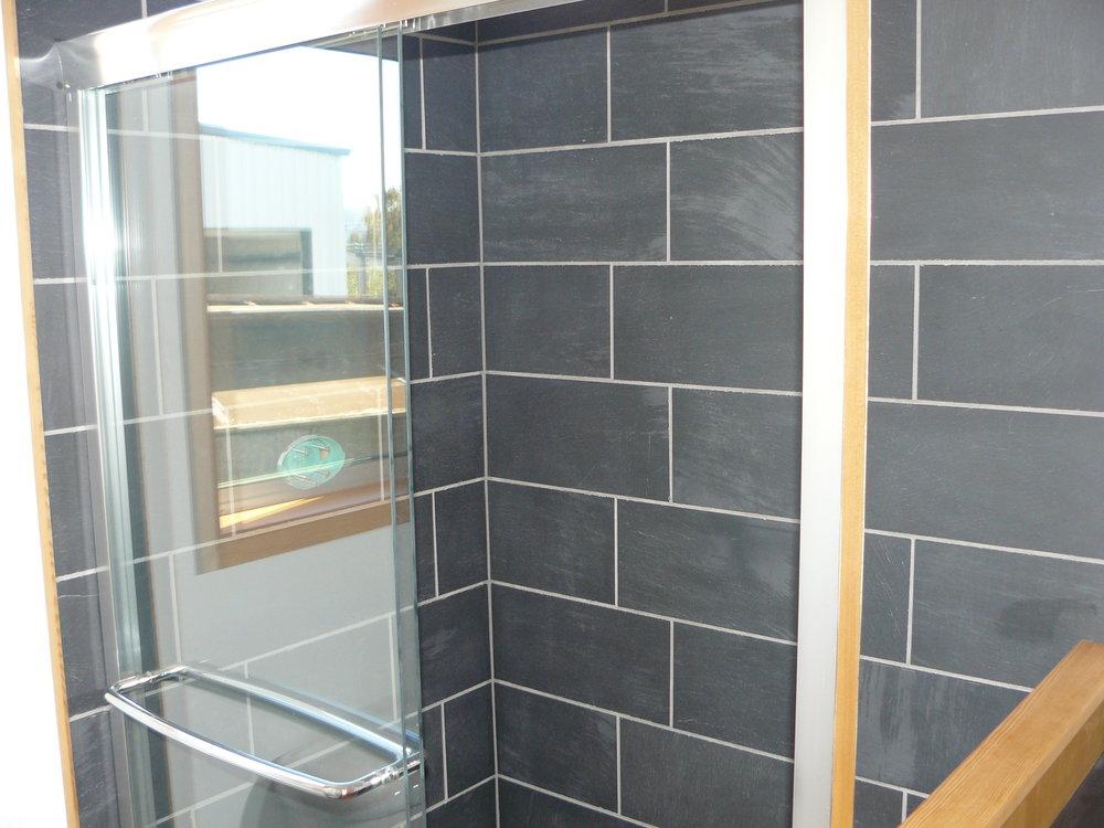 Guest Shower.JPG