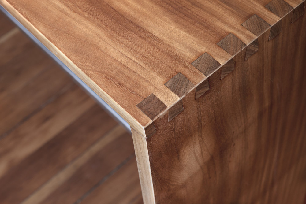 Walnut.joinered.serving table.detail.HQM57.jpg