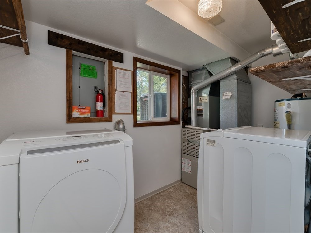 011_Laundry Room.jpg