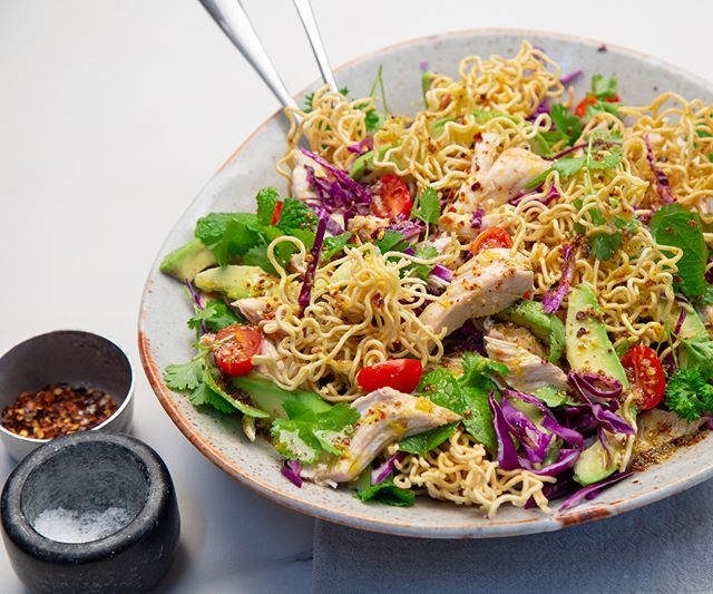 A simple crunchy noodle, free range chook & avo salad with loads of fresh herbs, chilli and a zesty dressing 🥗 recipe creation & styling for @freshfastnz