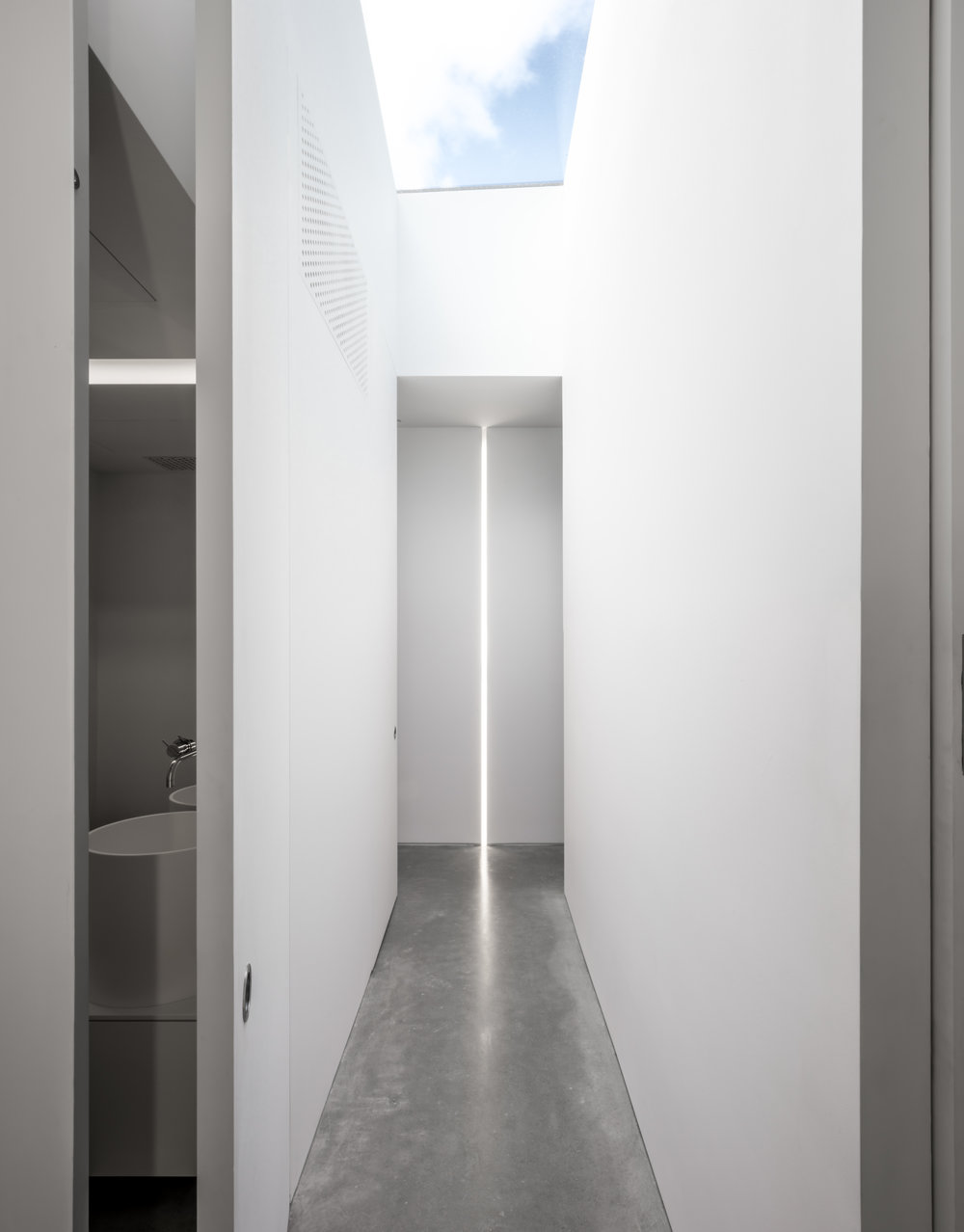 House 27 - Upper Floor Hall