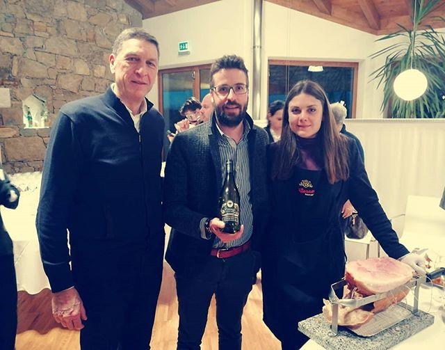 Insieme a @fvgviadeisapori ospiti della famiglia Jermann per la presentazione del calendario 2019_2021 del Consorzio. Cartoccio e Vintage Tunina... What else? 😎 . . . #dentesano #cartocciodentesano #cartoccio #jermann #vintagetunina #excelence #wine #whitewine #Friuli #collio #fvg #fvgviadeisapori #consorzio #presentazione #2019 #artigianidelgusto #madeinitaly #prosciuttocotto #cottocaldo #cottoincrosta #trieste #salumidal1954 #ognivoltanechiediancora