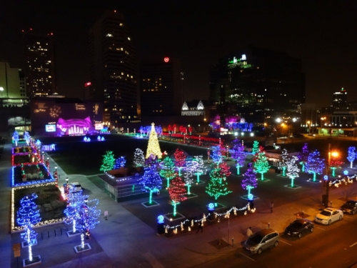 Columbus Commons Holiday Lights:  11/23 - 1/2  Check out more than 320,000 LED lights in the heart of downtown.