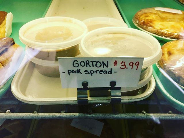 A Franco-American culinary delight. Now say it after me, Guh-tuh. #gorton #christmas #crosbysbakery #nashuanh