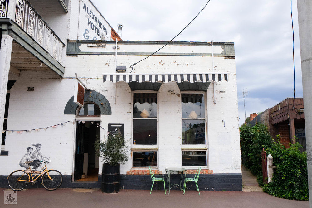 the alexandra pub and cafe, alexandra - mamma knows north