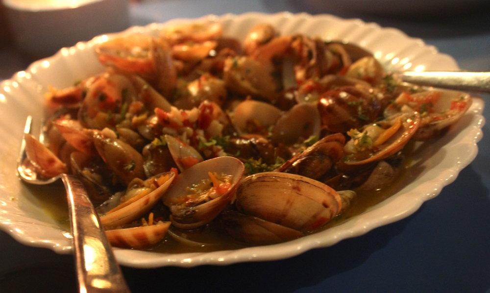Garlicky clams at Calamari shack on Candolim beach