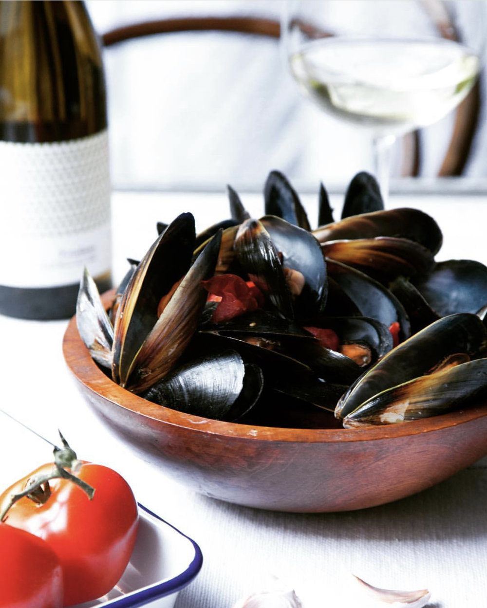 Mussels In white wine, tomato and garlic   Recipe    La Lisse Soie d'Ivoire Chenin Blanc 2017 - Languedoc, France