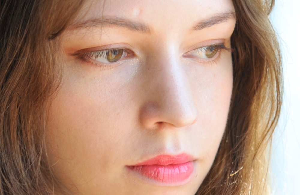 Wearing the Moisture Glow Metal Cushion Foundation, a hint of the Festival Blusher, and the Beauty People eye liner.