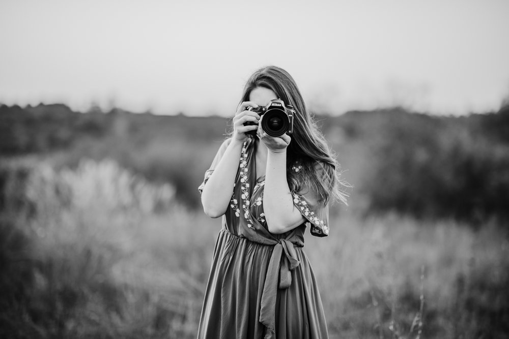 Kentucky family and wedding photographer, Liz Terry Photography, points her camera and the viewer.
