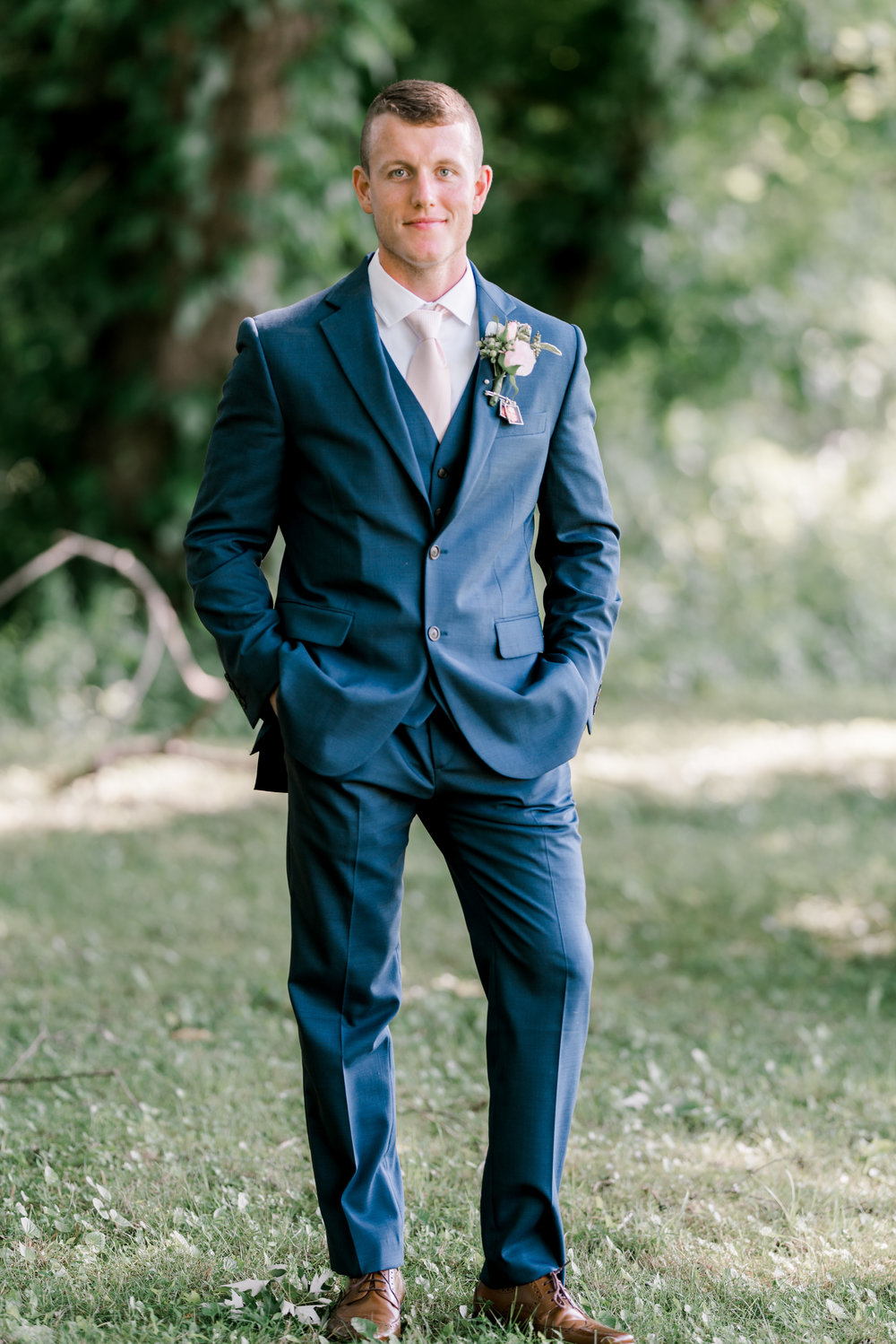 wedding-photographer-lexington-kentucky-groom-portrait