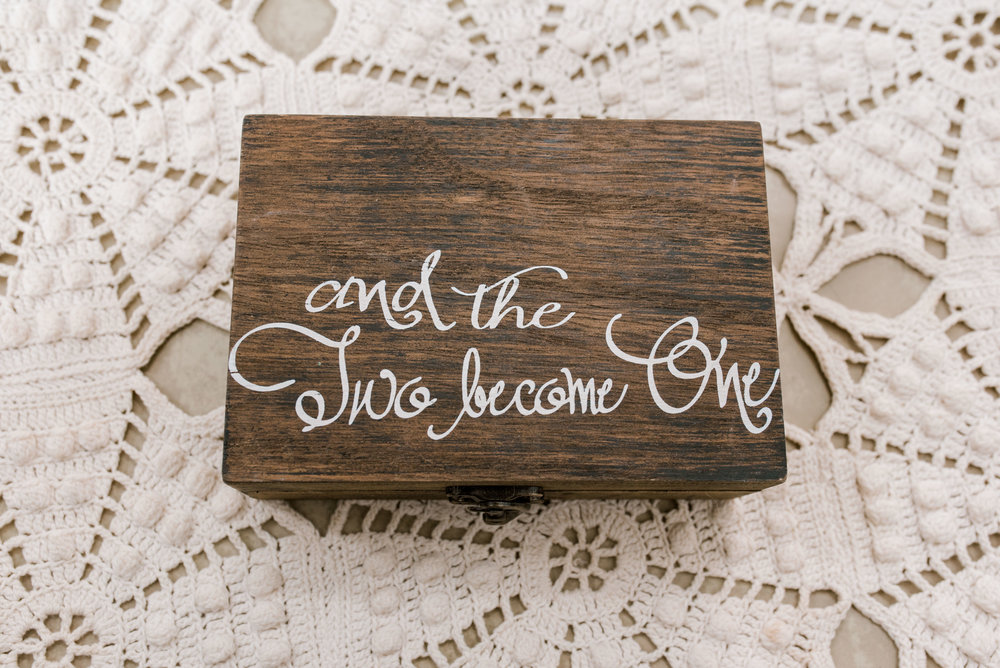 lexington-kentucky-wedding-photographer-ring-box