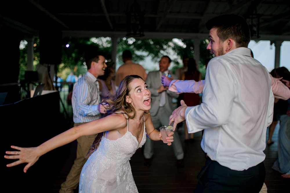 lexington-kentucky-wedding-photographer-dancing