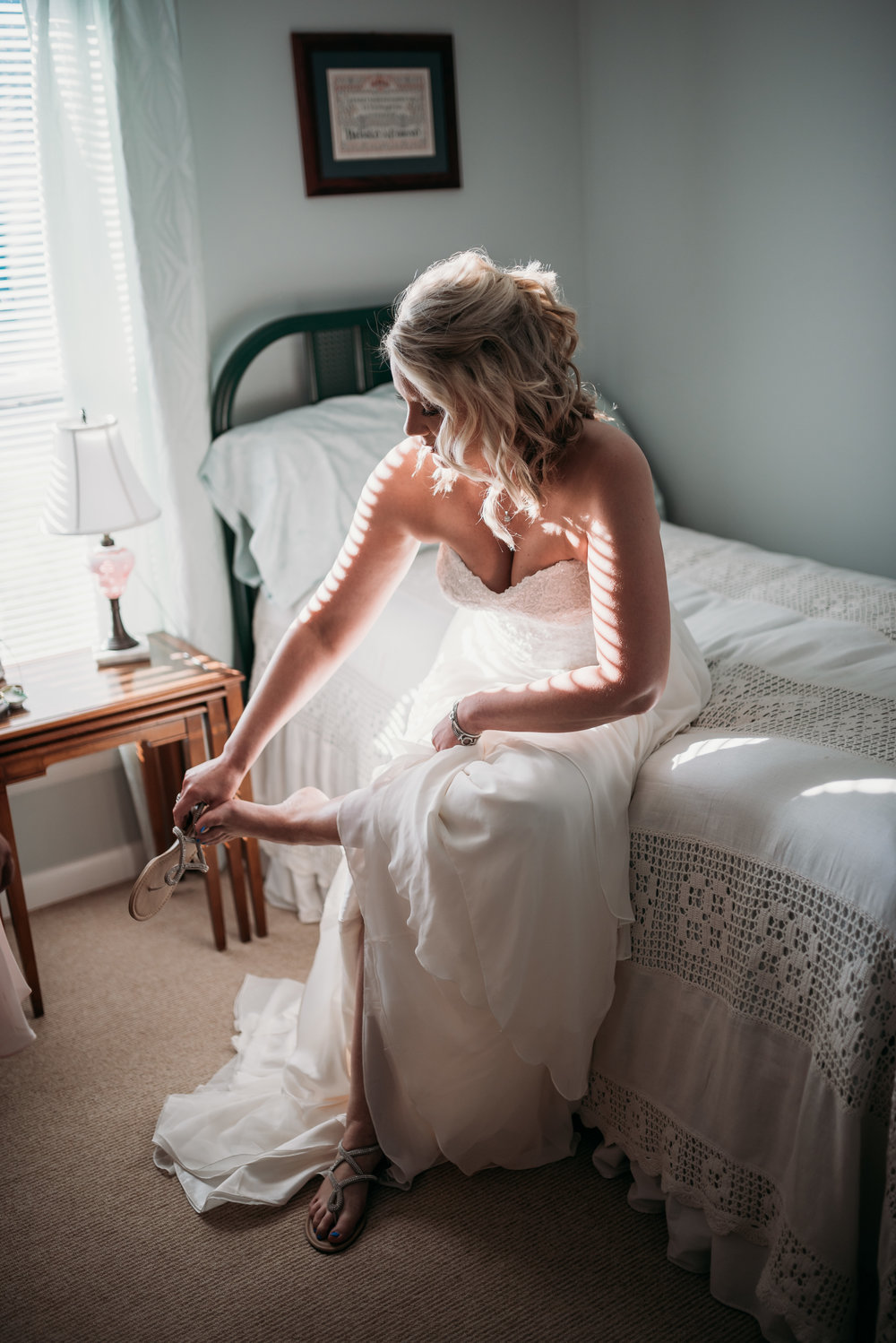 bride-getting-dressed-lexington-kentucky-wedding-photographer