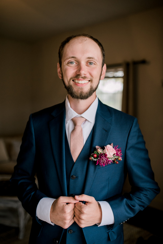 fall-wedding-lexington-photographer-groom
