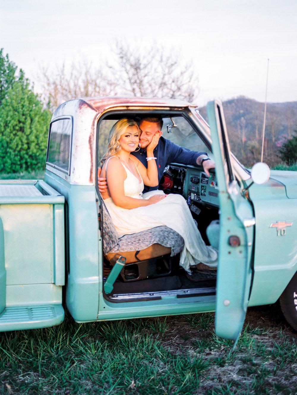 lexington-wedding-photographer-vintage-truck