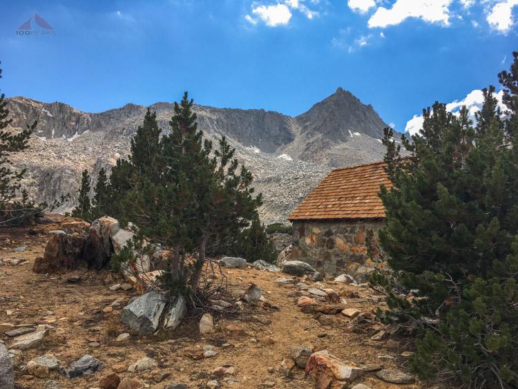 The snow hut above Bishop Lake