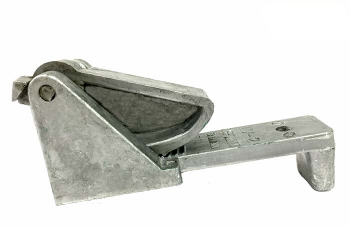 SLV-2 Leponitt Lead Vise   Made of die-cast aluminum alloy. Serrated jaws grip for firm hold on lead. Spring-loaded.